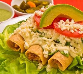 Receta mexicana: tacos dorados de pollo