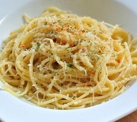 Espaguetis con ajo, guindilla y aceite de oliva