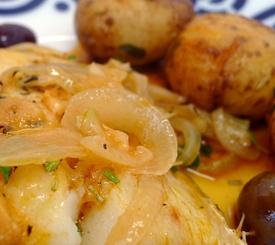 Bacalao al horno con patatas y aceitunas