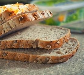Pan integral de copos y semillas