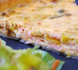 Tarta salada de salmón y queso azul