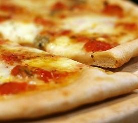 Riquísima receta de pizza cuatro quesos